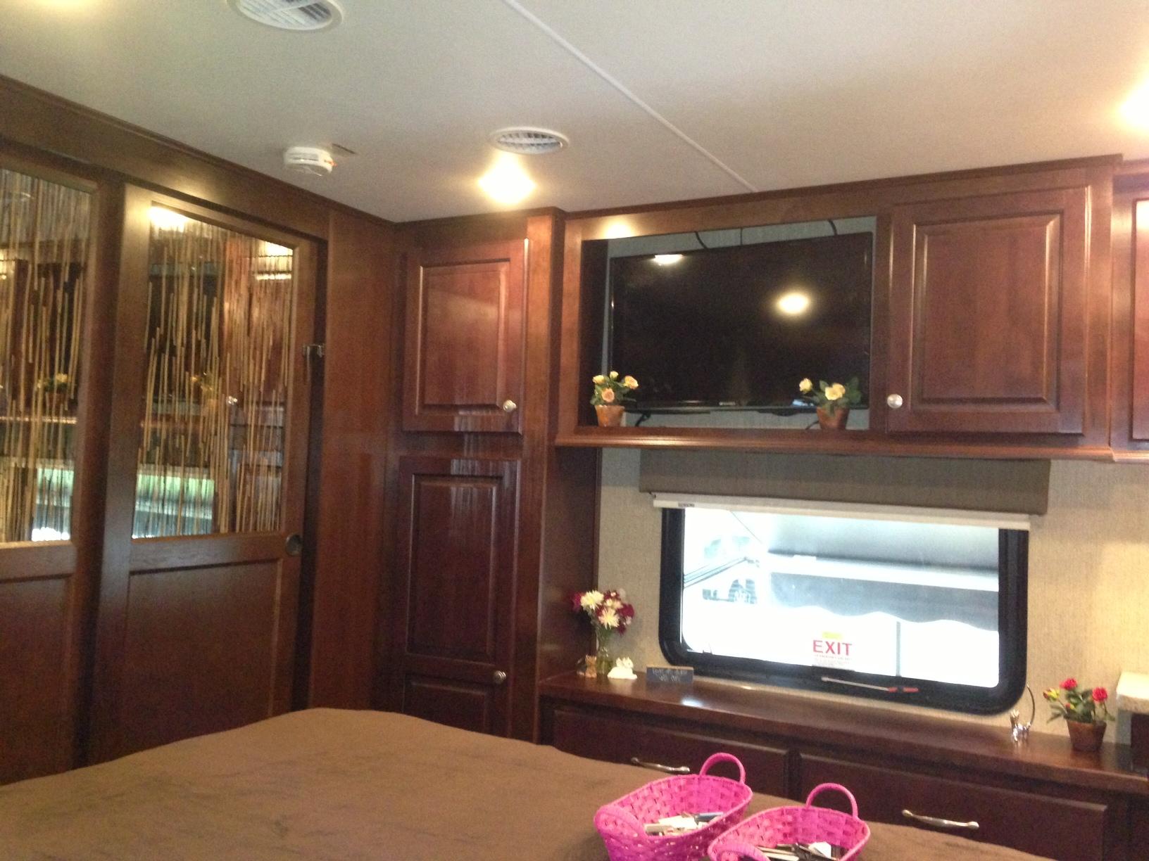 Bedroom U2013 Closet, Linen Cabinet, Dresser, Window And TV