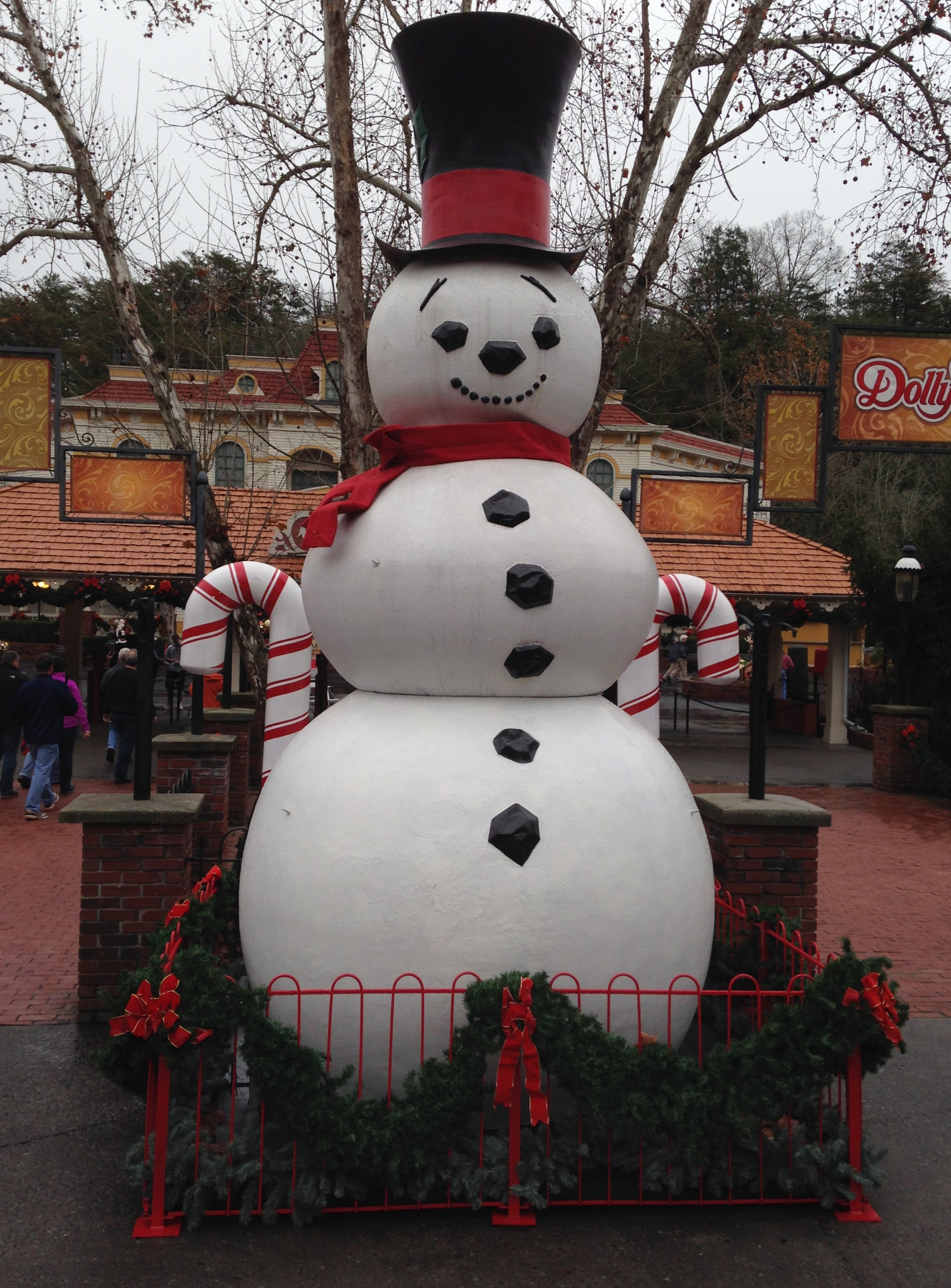 Dollywood - Snowman that greets you as you arrive - Pigeon Forge