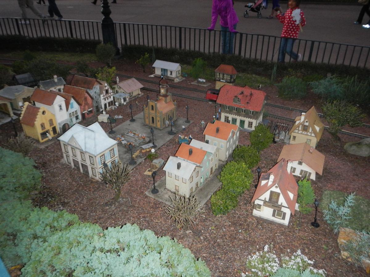 I always enjoy seeing this model railroad / mini-town.