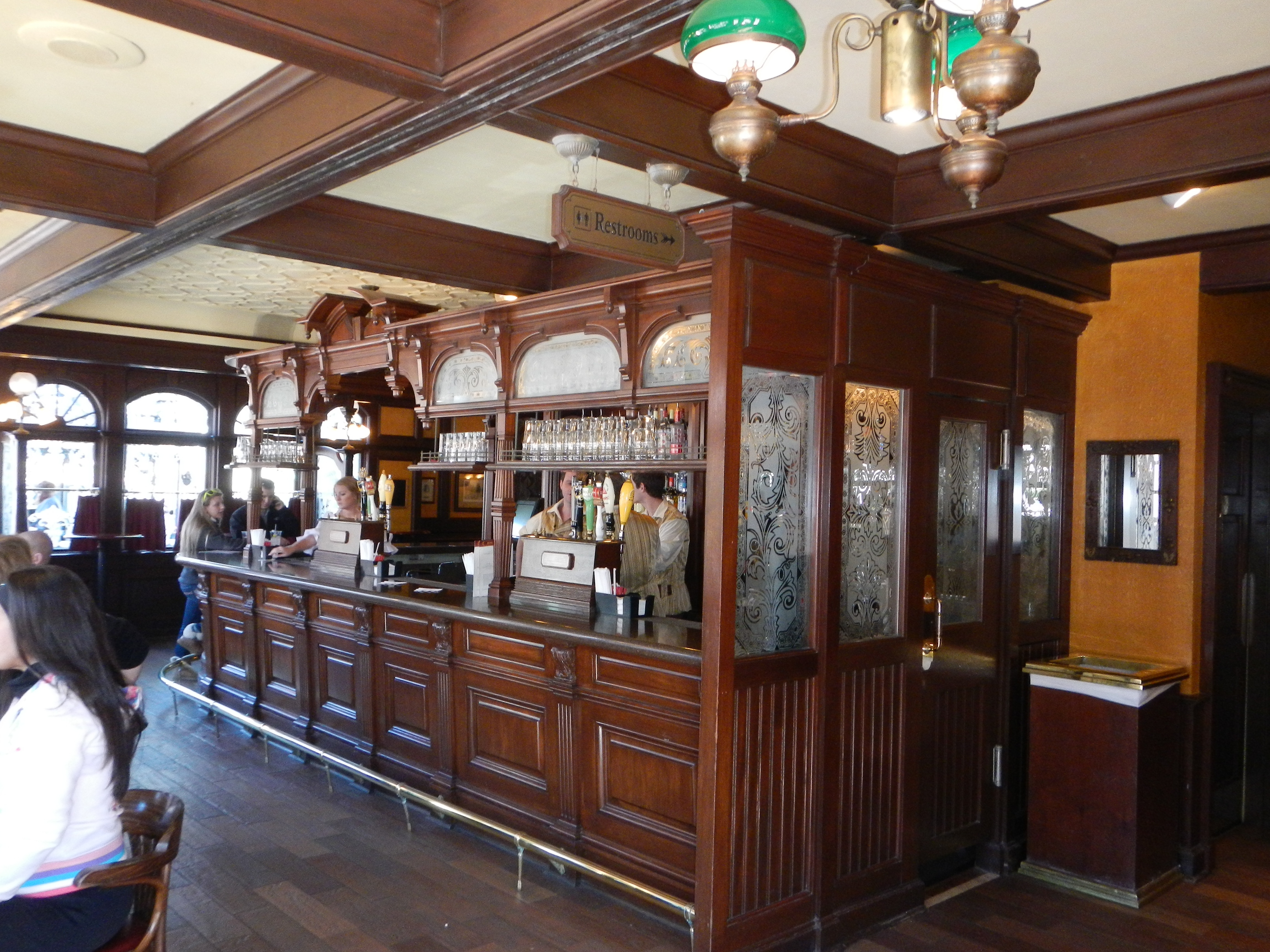 Epcot - UK - Rose and Crown Pub 1b